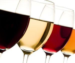 ¿Cómo conocer la puntuación de un vino español?